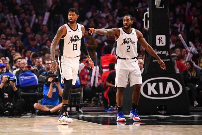 Giá trị thương hiệu tăng chóng mặt, Los Angeles Lakers và Golden State Warriors cán mốc 4 tỷ USD - Ảnh 2.
