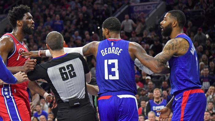 Joel Embiid và Marcus Morris biến Wells Fargo Center thành võ đài trong chiến thắng của Philadelphia 76ers - Ảnh 2.