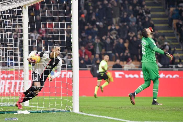 Ronaldo tiếp tục lập công cứu Juventus thoát khỏi trận thua trước AC Milan - Ảnh 8.