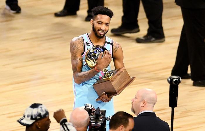 """Dwyane Wade chính thức lên tiếng sau loạt chỉ trích """"thiên vị"""" tại Slam Dunk Contest 2020 - Ảnh 1."""