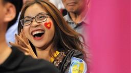 Bạn gái Quang Hải hò reo khi người yêu ghi bàn mở tỷ số giúp tuyển Việt Nam hạ gục Philippines