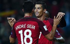 """""""Truyền nhân Ronaldo"""" lọt top tân binh chất lượng nhất kỳ CN hè nhưng CR7 thì không"""