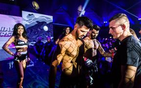 Cặp song sinh điển trai hủy diệt đối thủ tại trận đấu chưa từng có trong lịch sử MMA