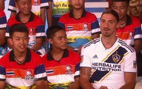 3 tháng từ ngày thoát khỏi 'hang tử thần', đội bóng nhí Thái được sang Mỹ gặp Ibrahimovic