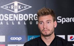 """""""Lord"""" Bendtner nằng nặc đòi rời CLB vì bị kẻ xấu theo dõi"""
