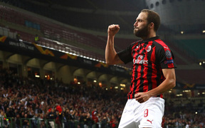 """""""Chân gỗ"""" Morata bỗng hóa người hùng cho Chelsea, AC Milan ngược dòng kịch tính 9 phút - 3 bàn"""