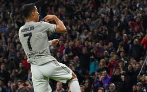Quay cuồng trong nghi án, Ronaldo vẫn lập công giúp Juve chiến thắng