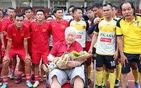 Đội tuyển Việt Nam vô địch AFF Cup 2008 tái xuất sân cỏ, quyên góp được 12 triệu đồng cho cựu cầu thủ Sài Gòn