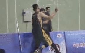 2 cầu thủ bóng rổ đánh trọng tài nhận án phạt cấm thi đấu 10 năm