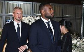 Ban lãnh đạo và cầu thủ Leicester sang Thái Lan viếng cố Chủ tịch Vichai