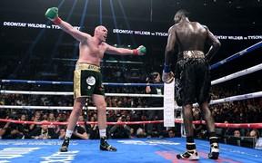 """Giảm 60 kg để trở lại, """"Gã hề"""" Tyson Fury suýt gây sốc trước """"Máy knock-out"""" Deontay Wilder"""