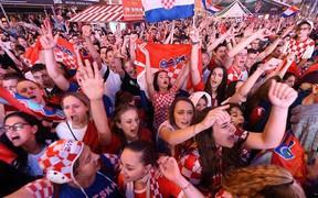 Cảm xúc đổi chiều của fan Anh và Croatia sau trận bán kết kịch tính