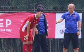 HLV Park Hang-seo lo lắng cho Đình Trọng trước thềm trận tranh hạng ba với Olympic UAE