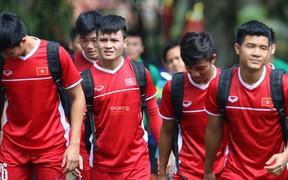 Đình Trọng bị đau cơ phải tập riêng trong buổi tập sáng nay của Olympic Việt Nam