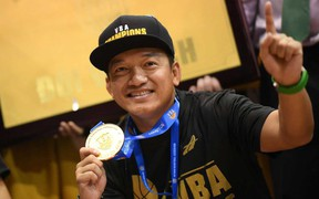Ông bầu Nathan Nguyễn vỡ òa khi Cantho Catfish đăng quang VBA 2018