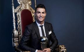 Ronaldo trở thành người nổi tiếng nhất trên Instagram