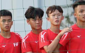 Cầu thủ trẻ PVF ngạc nhiên trước tài năng của các hot boy đến từ châu Âu