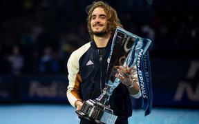 Ngược dòng thắng kịch tính, hot boy quần vợt đăng quang ATP Finals 2019