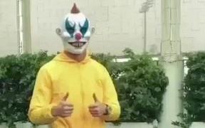 Cười nghiêng ngả với trang phục Ronaldo sử dụng để dọa người nhân ngày Halloween