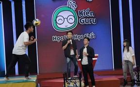 """""""Hoàng tử bóng đá"""" Trần Đình Trọng ngưỡng mộ kiến thức của cậu bé đội trưởng U17 CLB Sài Gòn FC"""