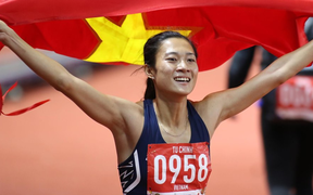 SEA Games ngày 8/12: Nữ hoàng điền kinh Tú Chinh vượt 2 VĐV nhập tịch trong tích tắc, xuất sắc giành HCV chung cuộc