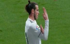 """""""Truyền nhân"""" của Ronaldo tại Real Madrid chuẩn bị lĩnh án phạt cực nặng vì hành động ăn mừng tục tĩu"""