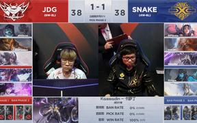Đồng đội thua thiệt ở mọi mặt trận, Sofm bất lực nhìn SS thất bại trước JDGaming