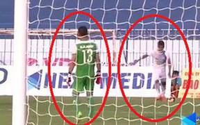 Cầu thủ Việt tự sút về lưới nhà, HLV trưởng nói do… gió, không phải bán độ