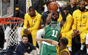 Jaylen Brown bùng nổ thế nhưng Kyrie Irving mới là ngôi sao của Celtics