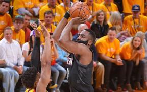 """Một James Harden """"rất khác"""" trong chiến thắng thứ 3 của Houston Rockets"""