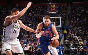 Blake Griffin trở lại sau chấn thương, Detroit Pistons vẫn bất lực trước Milwaukee Bucks