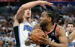 Kawhi Leonard hành hạ Orlando Magic, Raptors chắc suất vòng 2