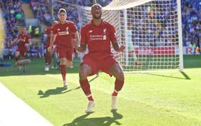 """Liverpool thắng hú vía đội bóng """"cầm đèn đỏ"""", đòi lại ngôi đầu Ngoại hạng Anh từ tay Man City"""
