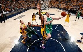 """Quét """"nhẹ"""" Indiana Pacers, Boston Celtics toàn thắng tới vòng 2"""