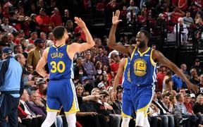Cặp đôi Curry và Green có được triple-double, giúp Warriors dành chiến thắng tuyệt đối trước Blazers