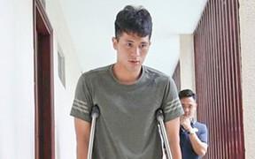 Trung vệ Đình Trọng đang rất buồn vì chấn thương, chưa định ngày phẫu thuật