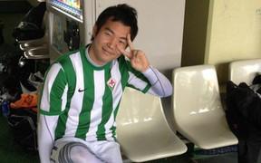"""Con trai thầy Park suýt trở thành cầu thủ, đố vui fan tìm ảnh thời còn """"xách giày ra sân"""" của mình"""
