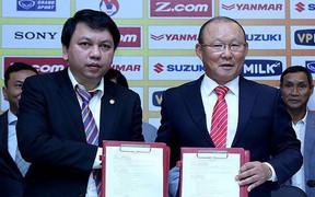 VFF tăng lương cho HLV Park Hang-seo lên 1 tỷ đồng/tháng, chênh lệch 40 lần với HLV Việt Nam?