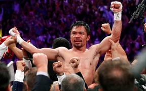 Huyền thoại Manny Pacquiao đánh như lên đồng ở tuổi 40, làm nhà vô địch bất bại người Mỹ phải câm lặng