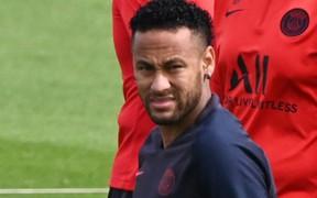 Mất tích ở CLB, giờ đây bóng dáng của Neymar cũng bị PSG xóa sạch ở các cửa hàng