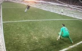Siêu cúp châu Âu: Thủ môn Liverpool ăn gian trong loạt sút luân lưu quyết định