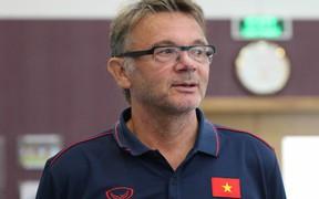 HLV từng dự World Cup làm điều hiếm gặp với U19 Việt Nam: Cử 9 cầu thủ ra trả lời phỏng vấn, rèn kỹ năng đứng trước máy quay