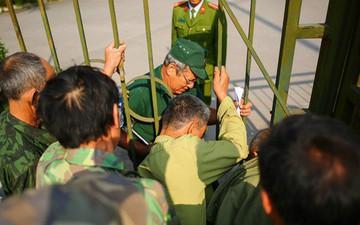 Bị hàng trăm người vây kín trụ sở, VFF đồng ý mở bán vé trực tiếp bổ sung trận Việt Nam vs Philippines