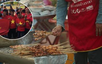 """CĐV Việt Nam được """"chiêu đãi"""" thịt xiên nướng, miến trộn trước thềm AFF Cup 2018"""