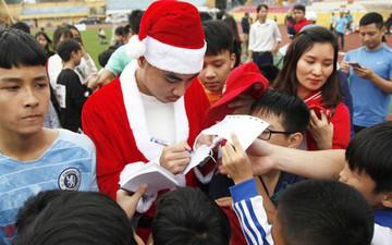 Đức Huy, Duy Mạnh hóa ông già Noel giao lưu cùng các em nhỏ