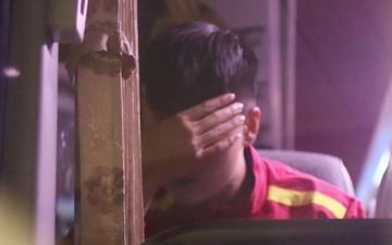 Lục Xuân Hưng bật khóc trên xe buýt khi rời Mỹ Đình sau trận đấu CHDCND Triều Tiên