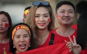 Fangirl Việt tươi tắn, khuấy động sân thi đấu trận Việt Nam và Yemen trước giờ G