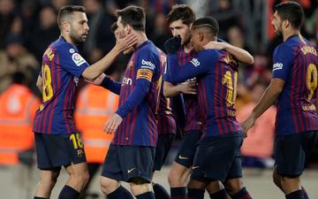 Lionel Messi tỏa sáng, Barcelona thoát hiểm trên sân nhà