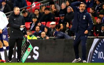 Bại trận tức tưởi trước Tottenham, HLV Sarri tuyên bố trọng tài nước Anh không đủ trình dùng VAR