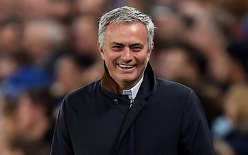 """Thầy cũ MU buông lời """"cà khịa"""" sau khi mạch 17 trận thắng của Liverpool bị chấm dứt"""